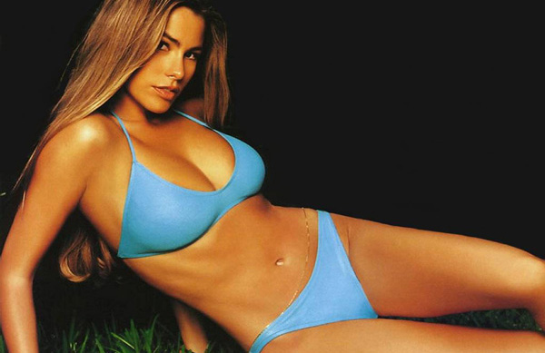 Sofía Vergara sexiest pictures from her hottest photo shoots. (31)