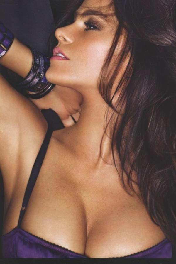 Sofía Vergara sexiest pictures from her hottest photo shoots. (6)
