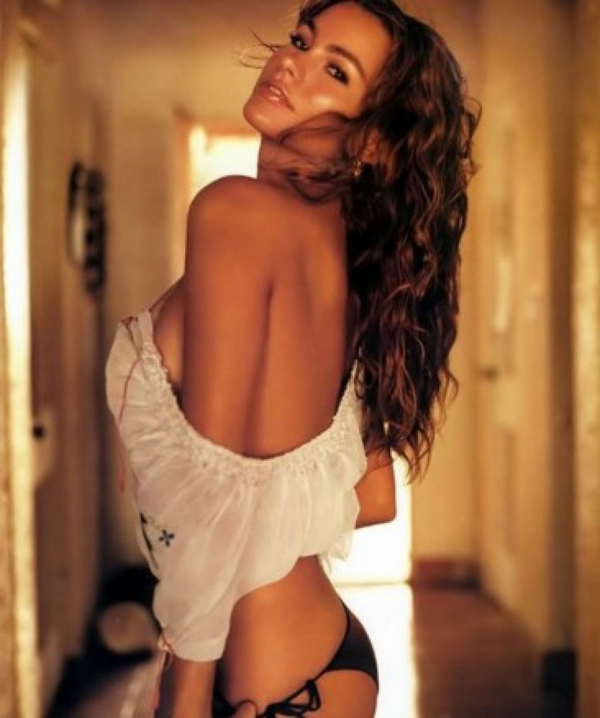 Sofía Vergara sexiest pictures from her hottest photo shoots. (3)
