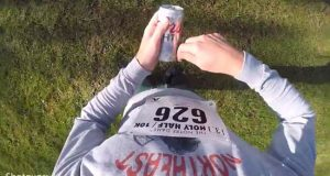 guy chugs 13 beers while running half marathon.