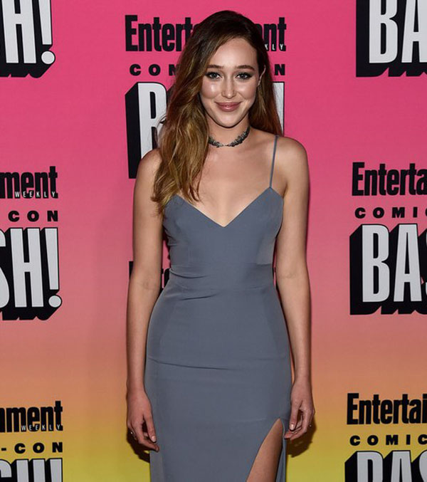 Alycia Debnam-Carey sexiest pictures from her hottest photo shoots. (34)