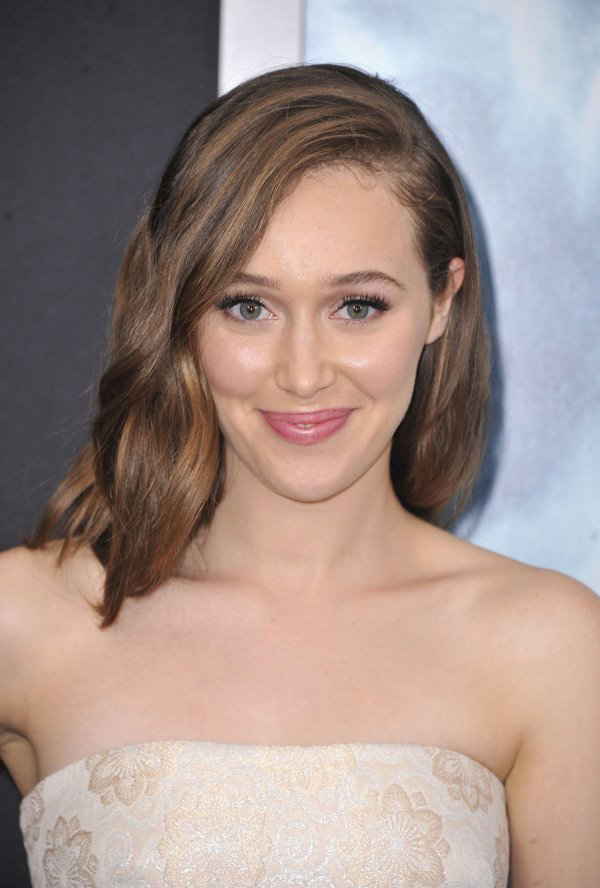 Alycia Debnam-Carey sexiest pictures from her hottest photo shoots. (4)