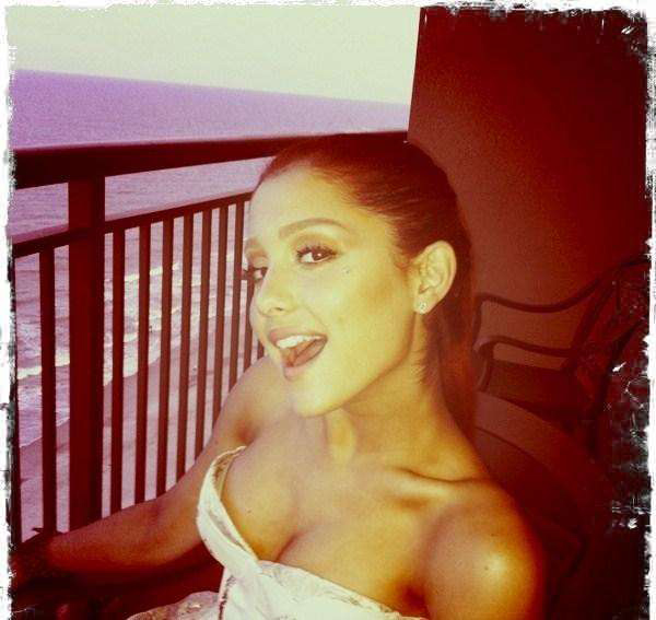 Ariana Grande sexiest pictures from her hottest photo shoots. (5)