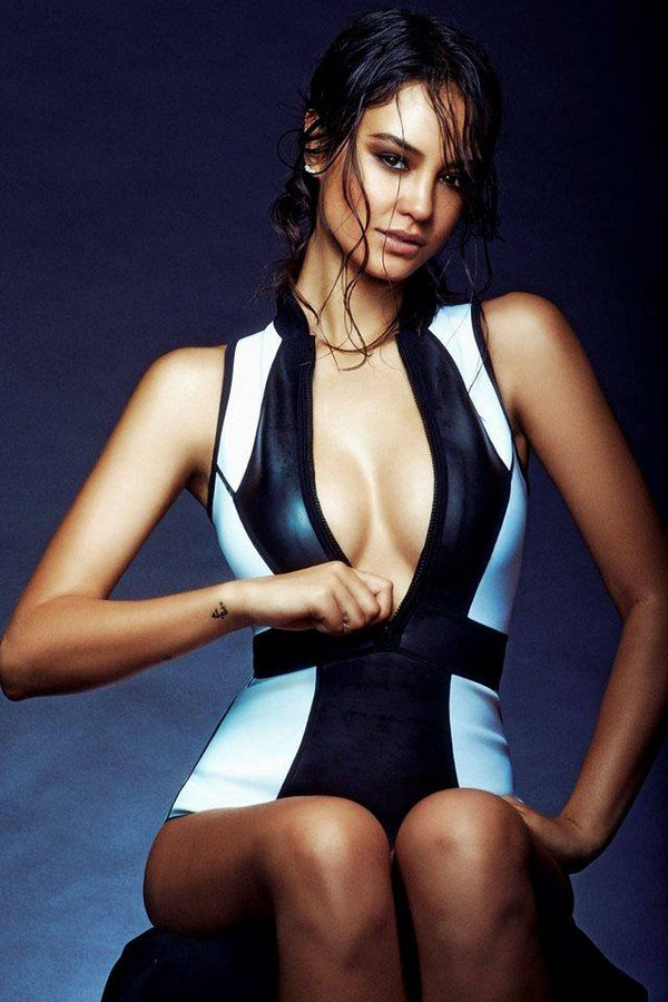 Courtney Eaton sexiest pictures from her hottest photo shoots. (29)