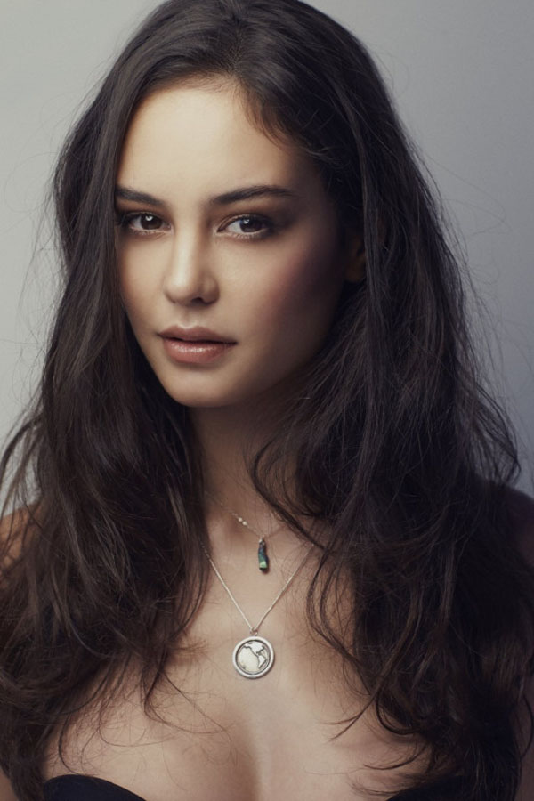 Courtney Eaton sexiest pictures from her hottest photo shoots. (16)