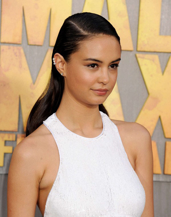 Courtney Eaton sexiest pictures from her hottest photo shoots. (14)