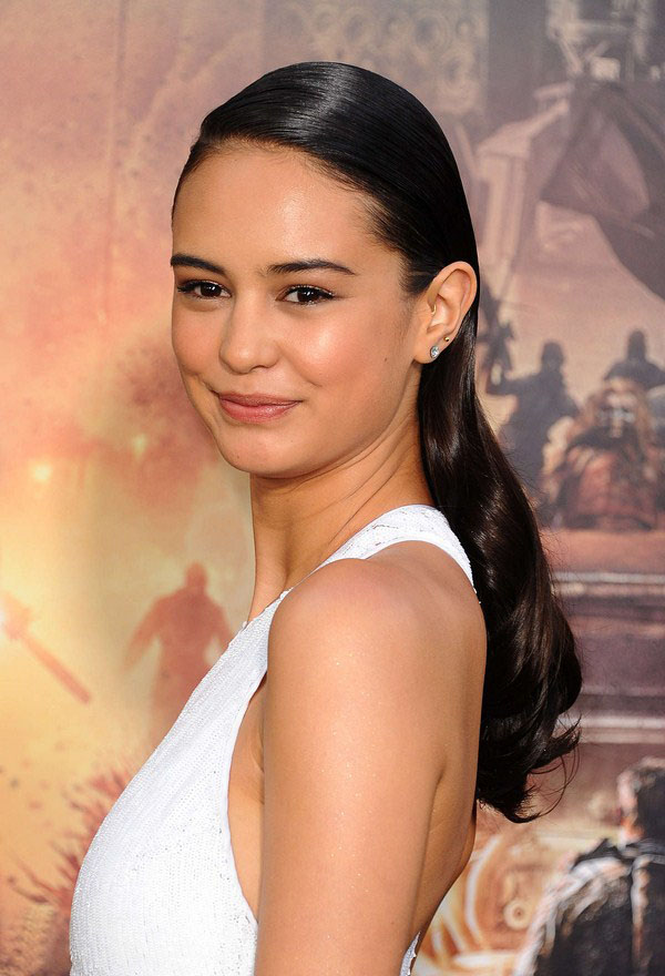 Courtney Eaton sexiest pictures from her hottest photo shoots. (6)