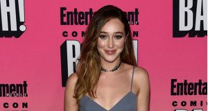 Alycia Debnam-Carey sexiest pictures from her hottest photo shoots. (1)
