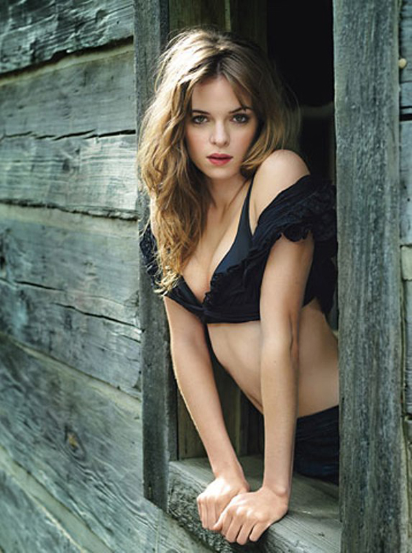 Danielle Panabaker sexiest pictures from her hottest photo shoots. (36)