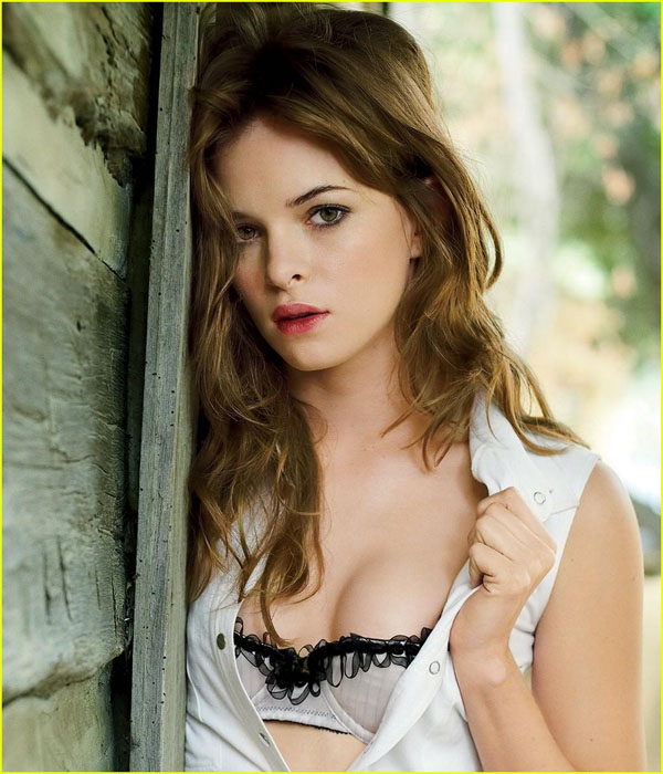 Danielle Panabaker sexiest pictures from her hottest photo shoots. (30)