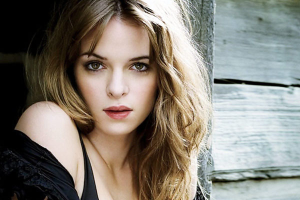 Danielle Panabaker sexiest pictures from her hottest photo shoots. (14)