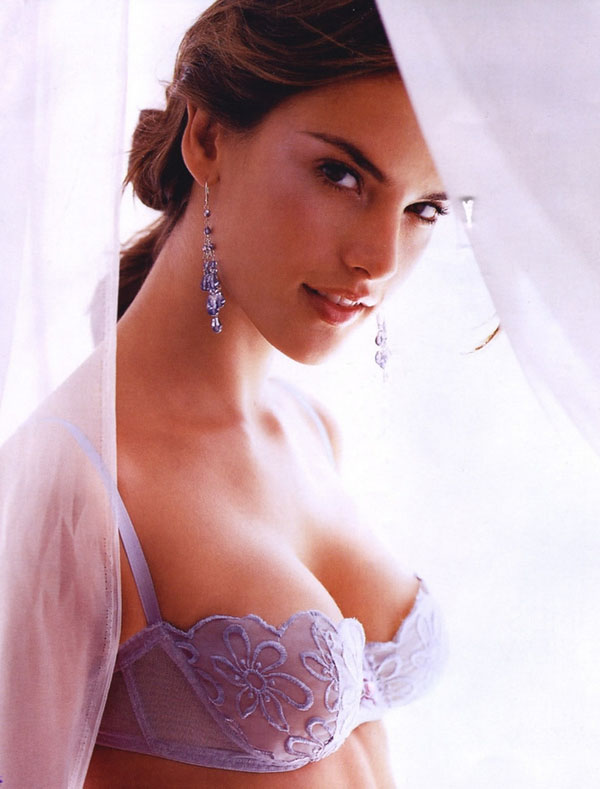 Gal Gadot sexiest pictures from her hottest photo shoots. (33)