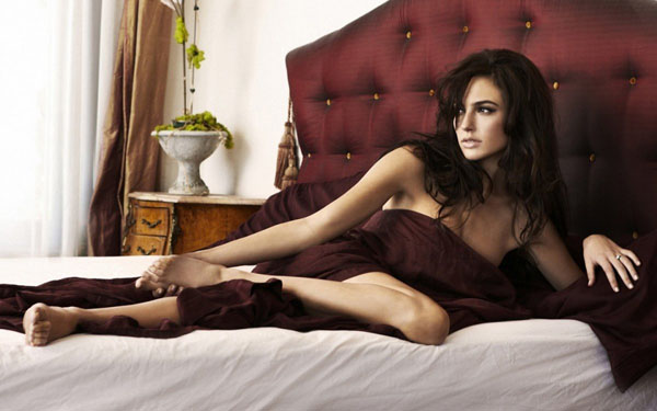 Gal Gadot sexiest pictures from her hottest photo shoots. (29)