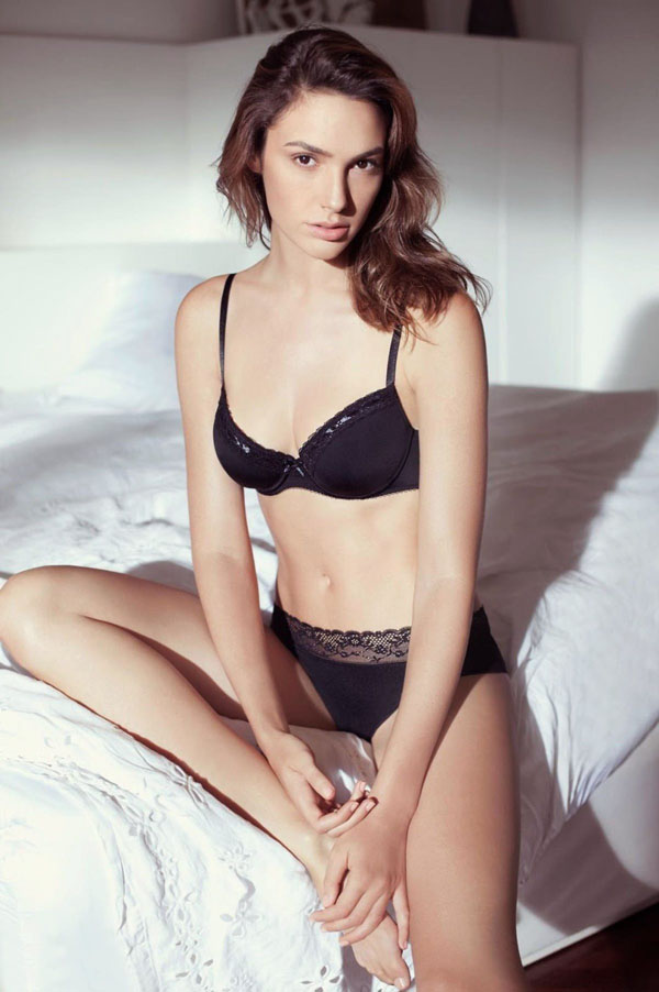 Gal Gadot sexiest pictures from her hottest photo shoots. (26)