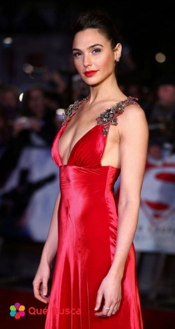 Gal Gadot sexiest pictures from her hottest photo shoots. (24)