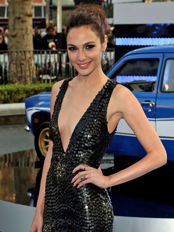 Gal Gadot sexiest pictures from her hottest photo shoots. (20)