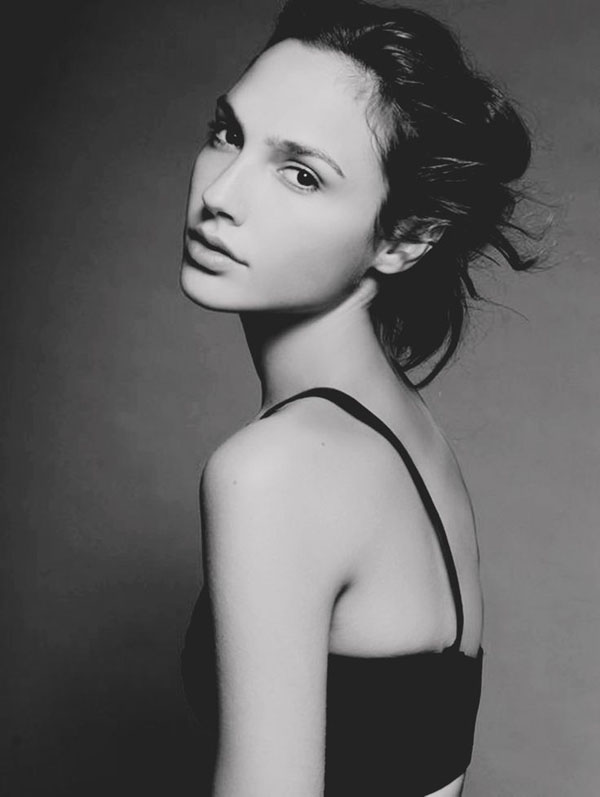 Gal Gadot sexiest pictures from her hottest photo shoots. (7)