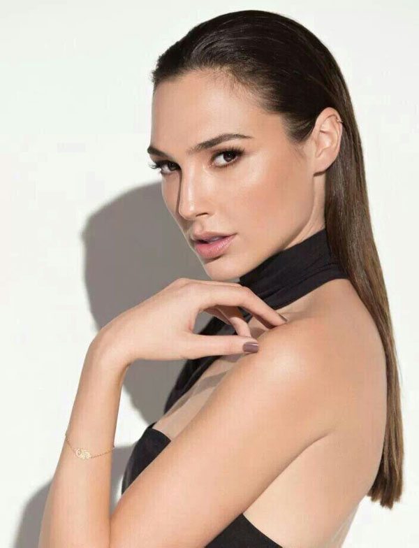 Gal Gadot sexiest pictures from her hottest photo shoots. (5)