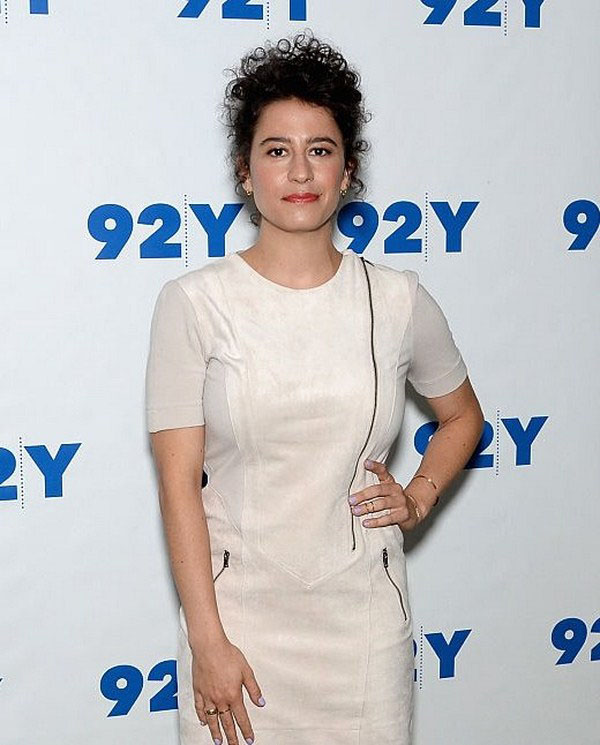 Ilana Glazer sexiest pictures from her hottest photo shoots. (15)