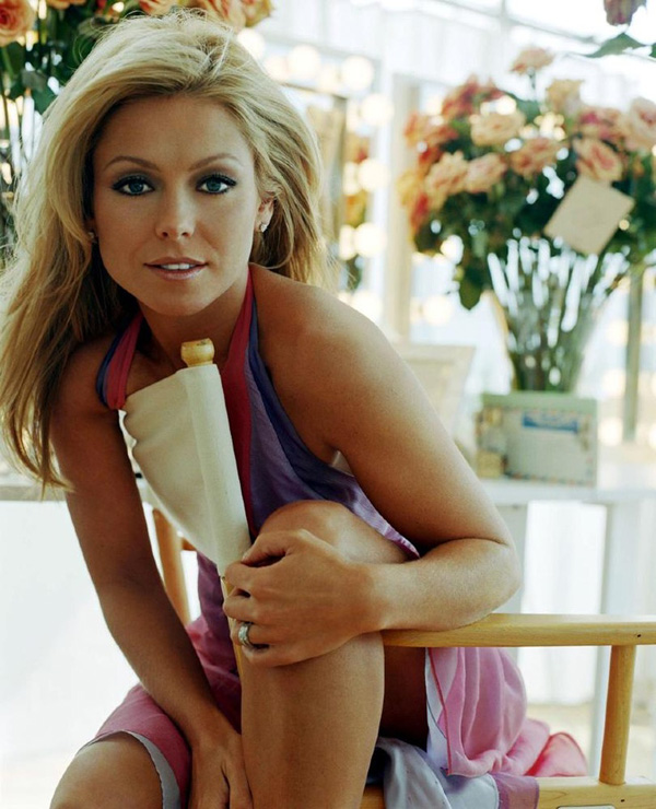 Kelly Ripa sexiest pictures from her hottest photo shoots. (24)