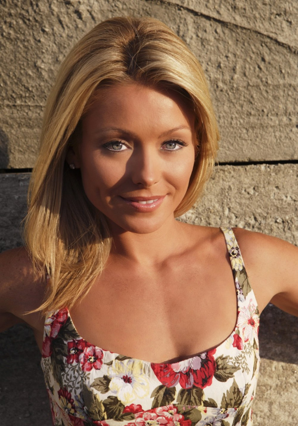 Kelly Ripa sexiest pictures from her hottest photo shoots. (8)
