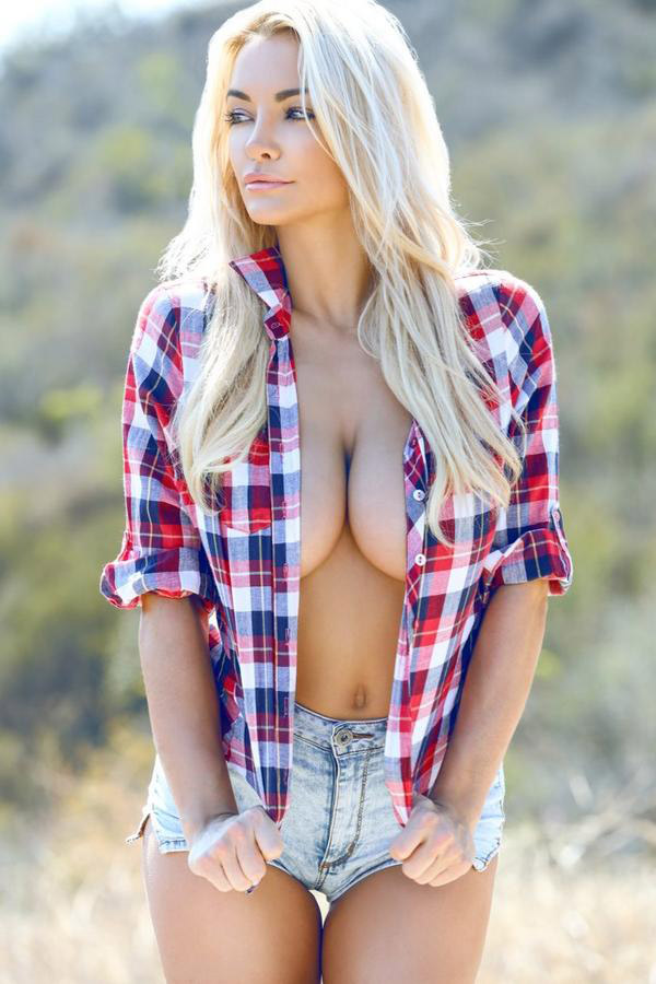 Lindsey Pelas sexiest pictures from her hottest photo shoots. (49)
