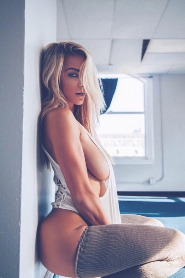Lindsey Pelas sexiest pictures from her hottest photo shoots. (48)