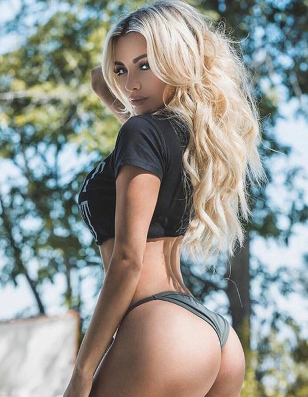 Lindsey Pelas sexiest pictures from her hottest photo shoots. (36)
