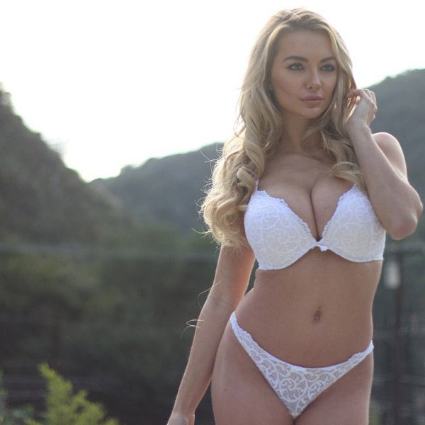 Lindsey Pelas sexiest pictures from her hottest photo shoots. (25)