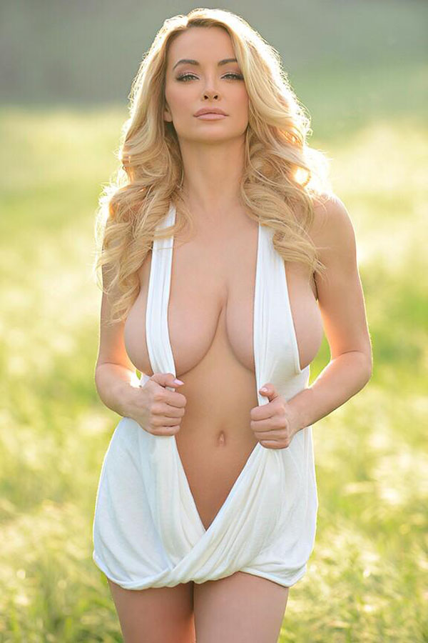 Lindsey Pelas sexiest pictures from her hottest photo shoots. (24)