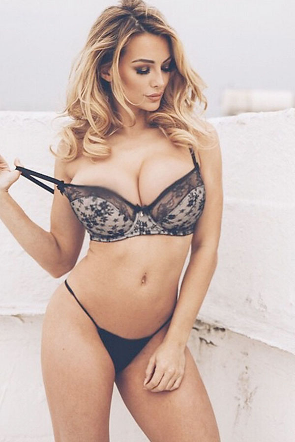 Lindsey Pelas sexiest pictures from her hottest photo shoots. (1)