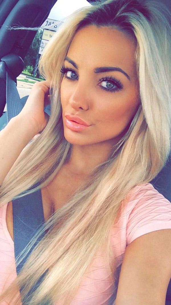 Lindsey Pelas sexiest pictures from her hottest photo shoots. (12)