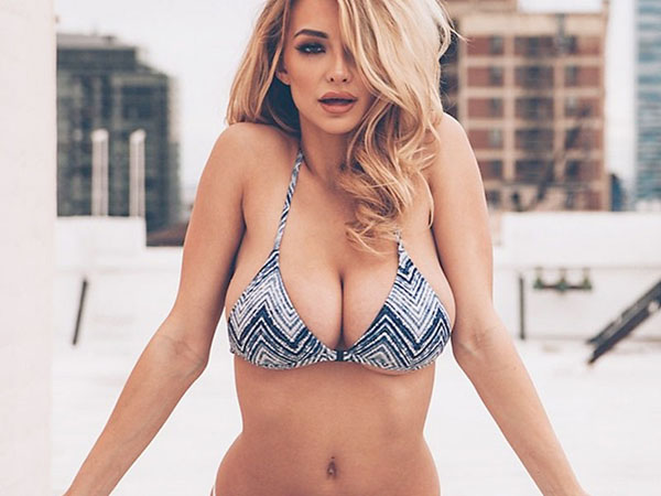 Lindsey Pelas sexiest pictures from her hottest photo shoots. (7)