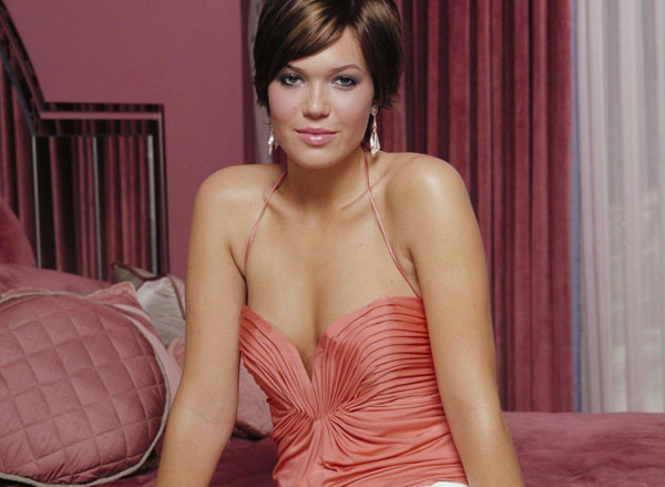 Mandy Moore sexiest pictures from her hottest photo shoots. (33)