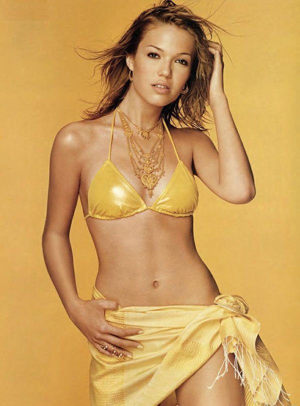 Mandy Moore sexiest pictures from her hottest photo shoots. (29)