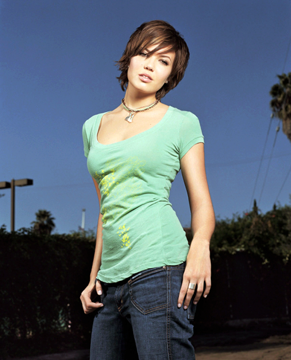 Mandy Moore sexiest pictures from her hottest photo shoots. (25)