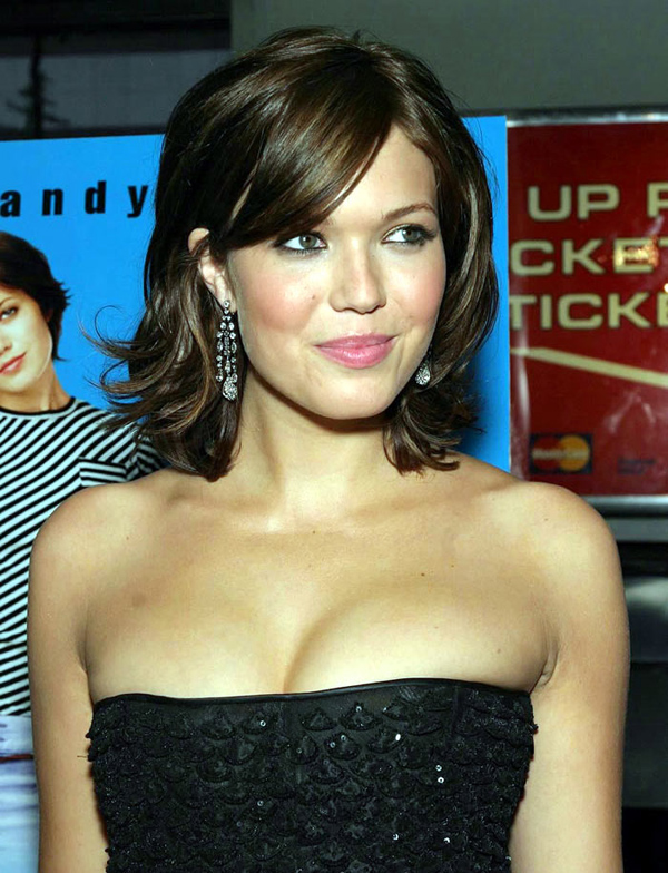 Mandy Moore sexiest pictures from her hottest photo shoots. (21)