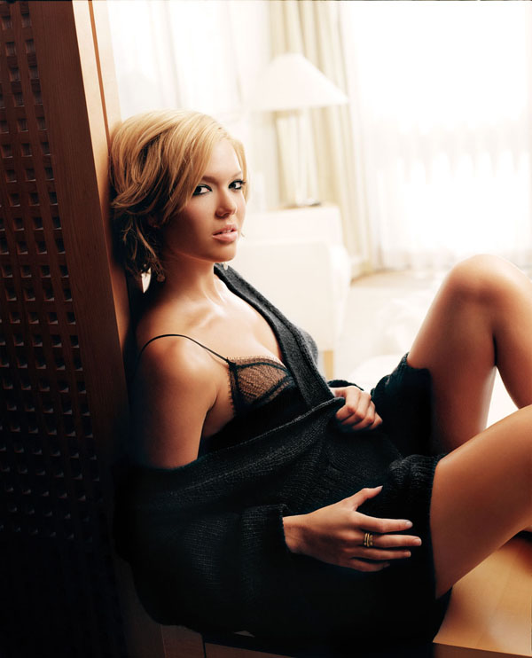 Mandy Moore sexiest pictures from her hottest photo shoots. (7)