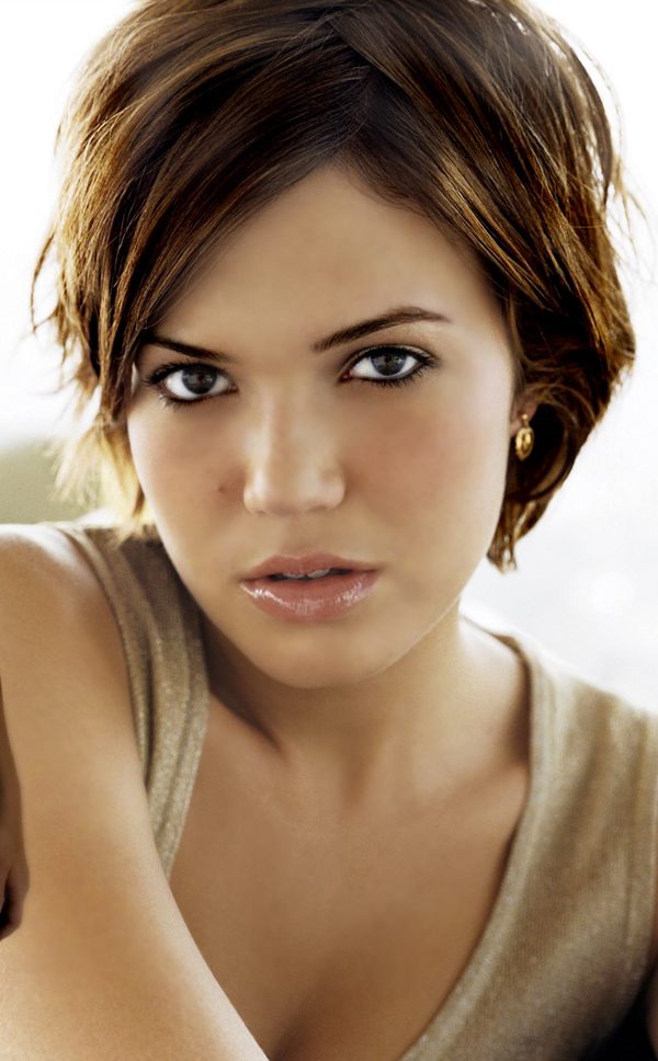 Mandy Moore sexiest pictures from her hottest photo shoots. (6)