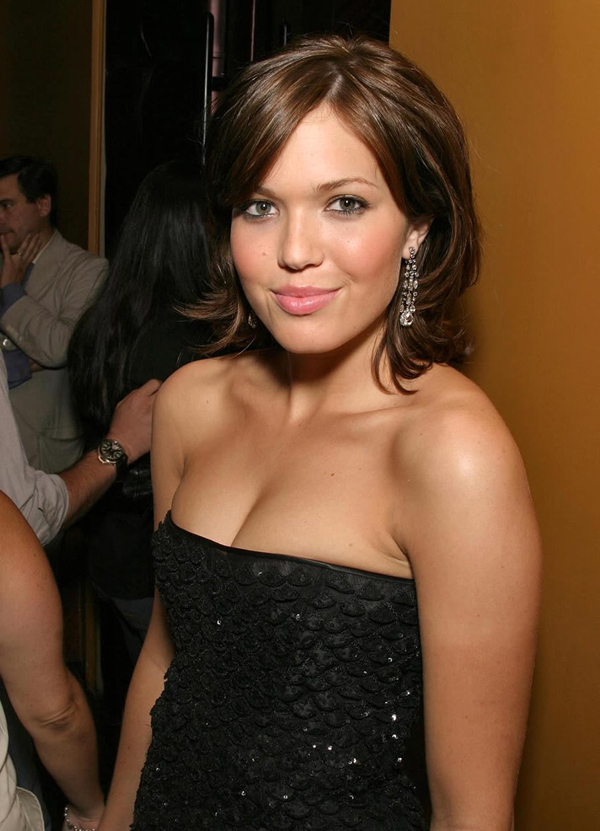 Mandy Moore sexiest pictures from her hottest photo shoots. (3)