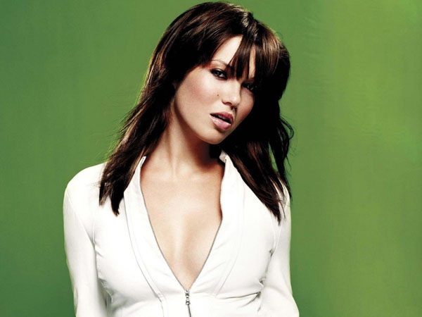 Mandy Moore sexiest pictures from her hottest photo shoots. (1)