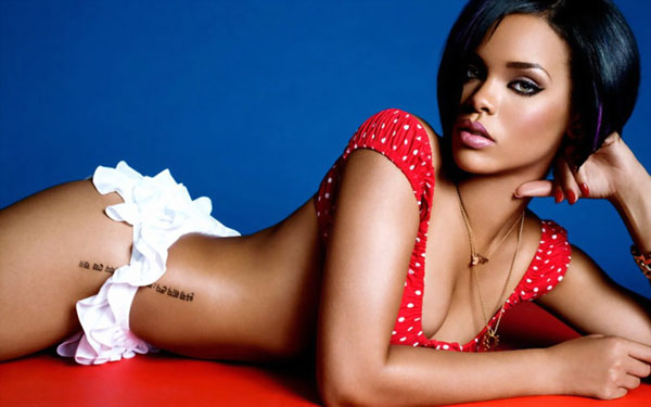 Rihanna sexiest pictures from her hottest photo shoots. (42)