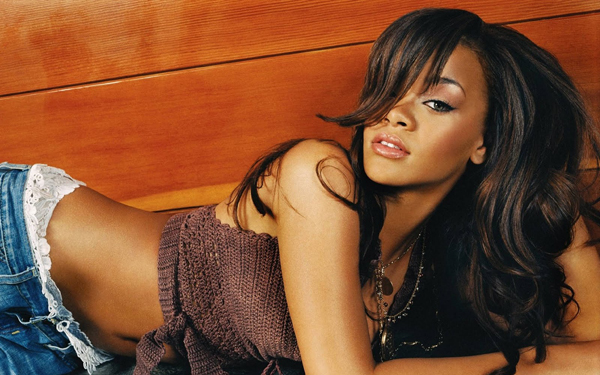 Rihanna sexiest pictures from her hottest photo shoots. (35)