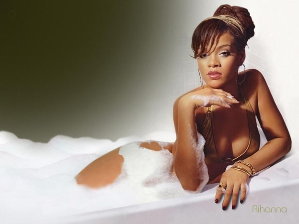 Rihanna sexiest pictures from her hottest photo shoots. (26)