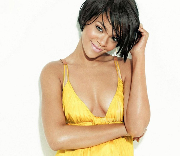 Rihanna sexiest pictures from her hottest photo shoots. (17)