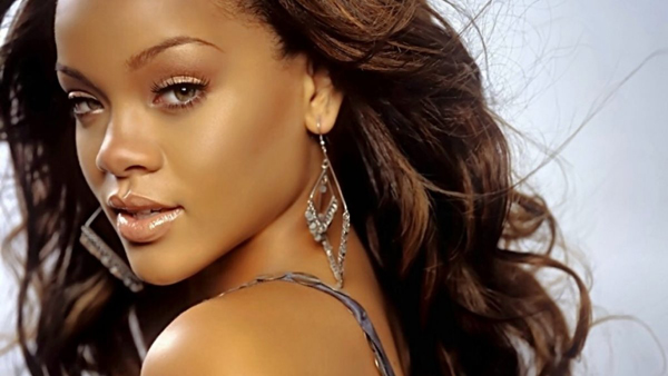 Rihanna sexiest pictures from her hottest photo shoots. (15)