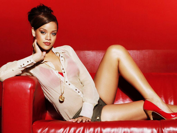 Rihanna sexiest pictures from her hottest photo shoots. (13)