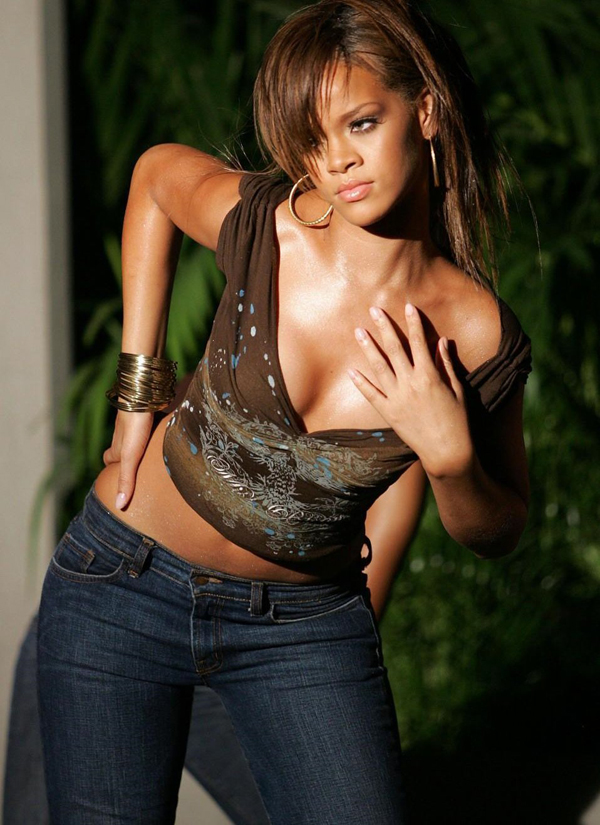 Rihanna sexiest pictures from her hottest photo shoots. (12)