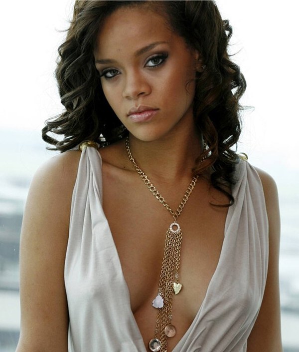 Rihanna sexiest pictures from her hottest photo shoots. (9)
