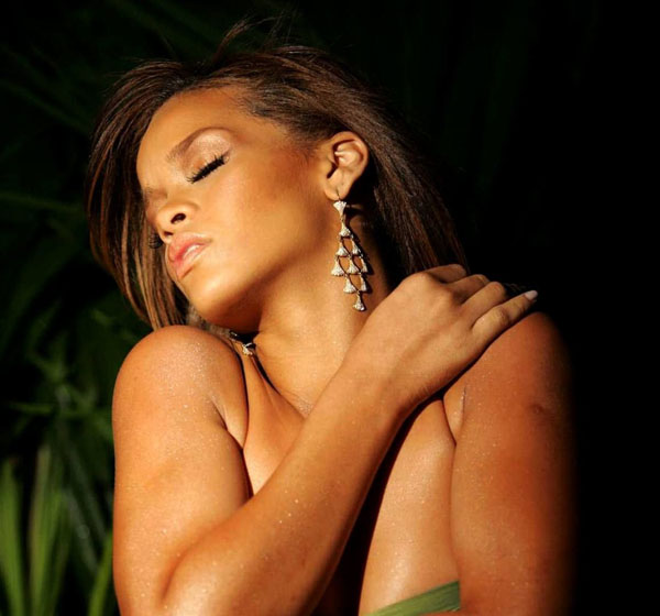 Rihanna sexiest pictures from her hottest photo shoots. (4)